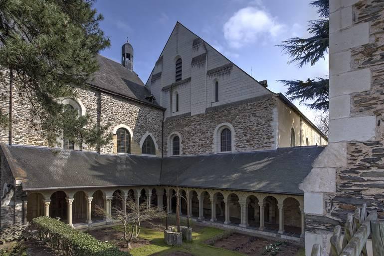Le cloître de l'ancien hôpital saint Jean
